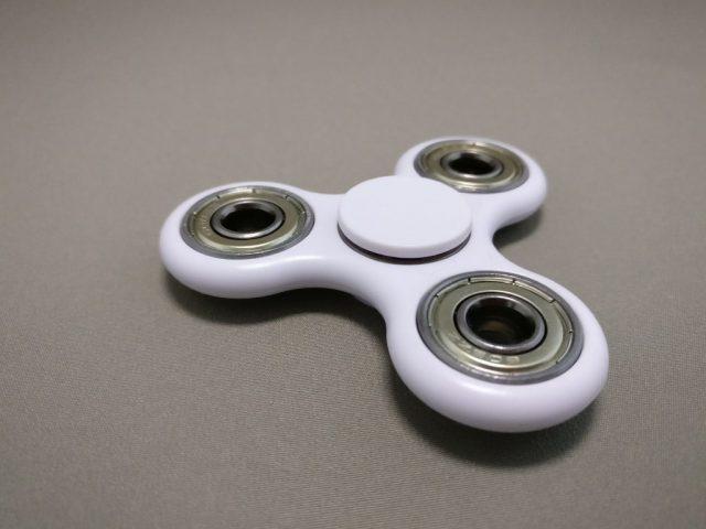 ハンドスピナー(hand spinner) 白