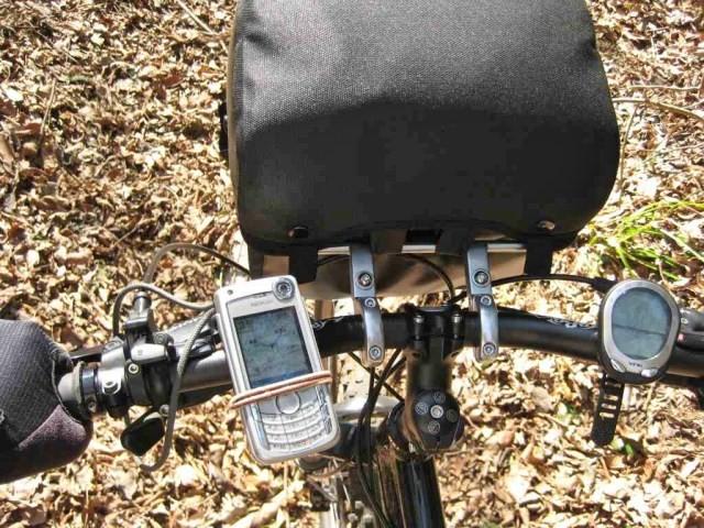 ORTLIEBオルトリーブ ハンドルバーバッグに特性金具を自作してマウンテンバイクのダウンヒルでも耐えられるように改造