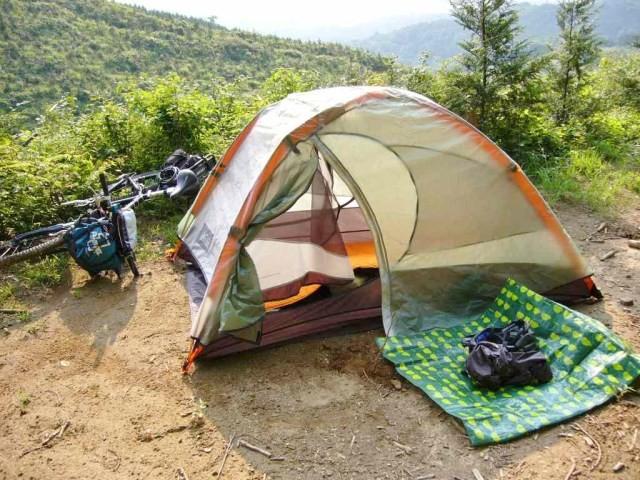 疲れたのでもうテント広げて一人宴