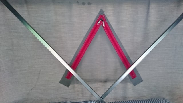 三角マドを閉めた状態