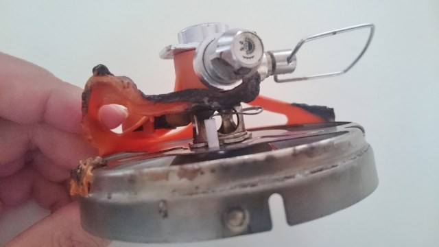 調節ツマミが金属製で使わないときは折りたためる