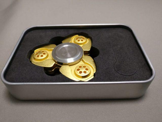 ジャイロ(Gyro)3連GOLD ハンドスピナー 化粧箱 開封