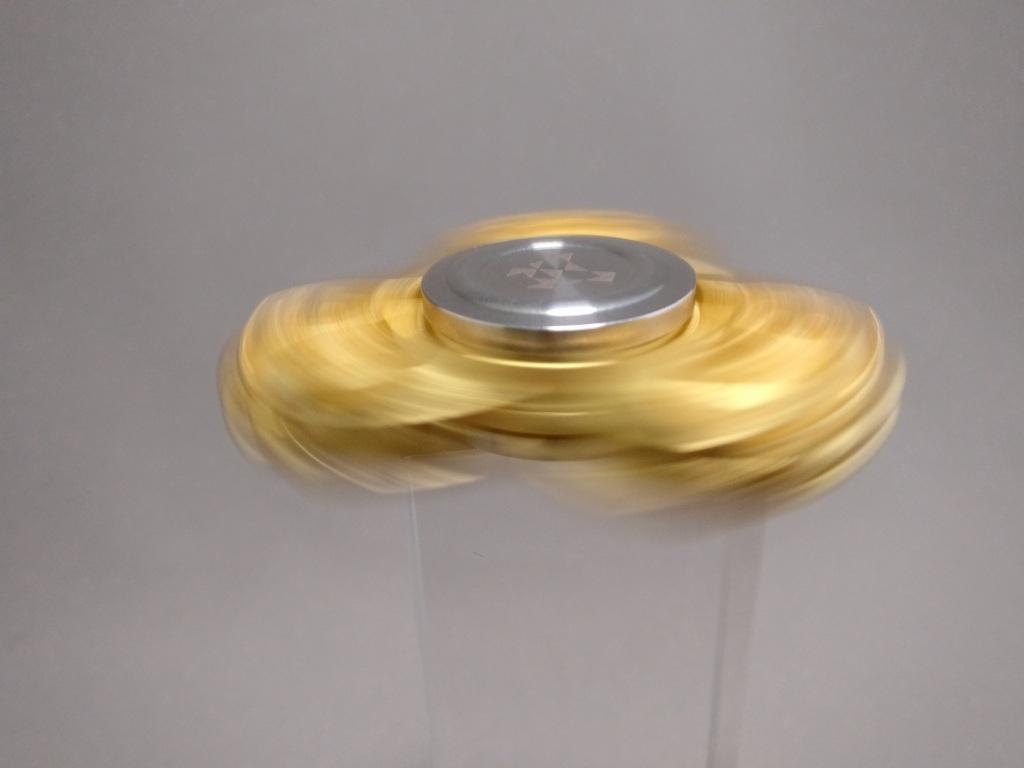 ジャイロ(Gyro)3連GOLD ハンドスピナー 回す ズーム2