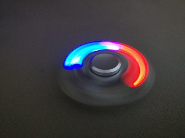 Tri-spinner LEDライト ハンドスピナーライト点灯回転