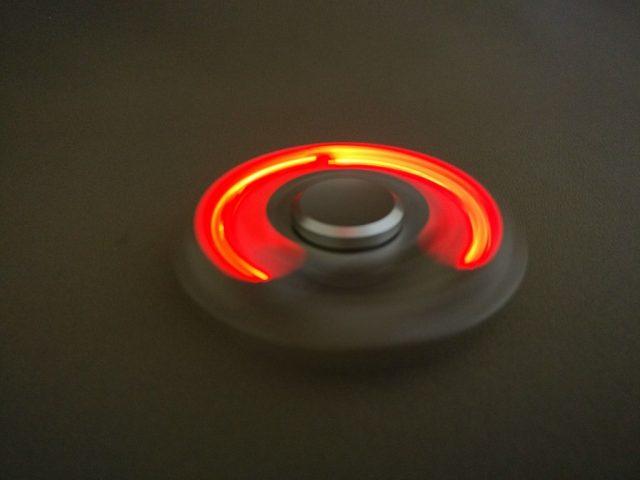 Tri-spinner LEDライト ハンドスピナーライト点灯回転2
