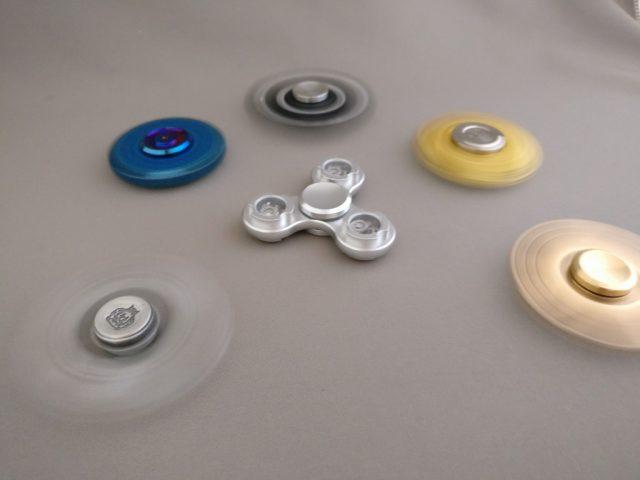 Tri-spinner LEDライト  ハンドスピナーと一緒に回す3