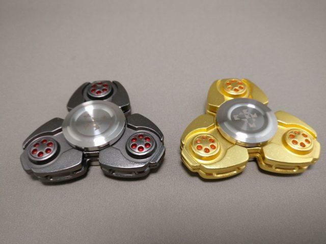 ジャイロ(Gyro)3連Fidget Spinner BLACK  ゴールドと比べる