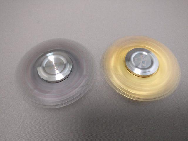 ジャイロ(Gyro)3連Fidget Spinner BLACK  ゴールド 回す