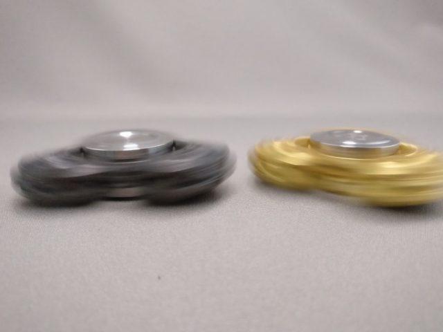 ジャイロ(Gyro)3連Fidget Spinner BLACK  ゴールド 回す3