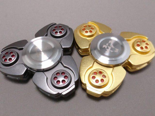 ジャイロ(Gyro)3連Fidget Spinner BLACK  ゴールドと比べる3