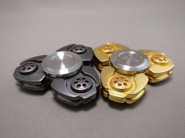 ジャイロ(Gyro)3連Fidget Spinner BLACK  ゴールドと比べる2