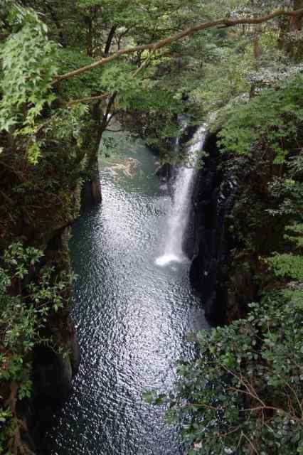 駐車場付近の橋の上からすぐに真名井の滝が見える