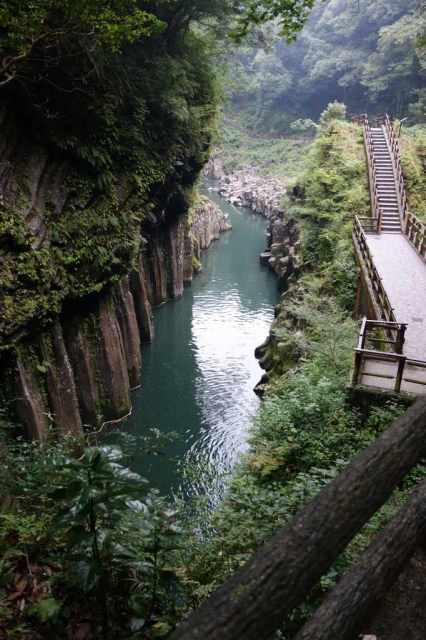 真名井の滝から奥に遊歩道が続く