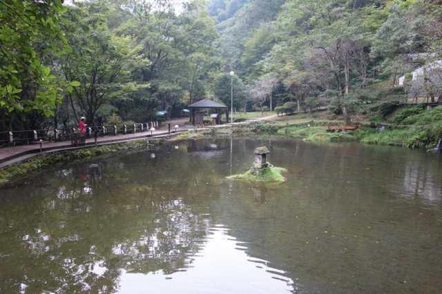 真名井の滝の上にある池
