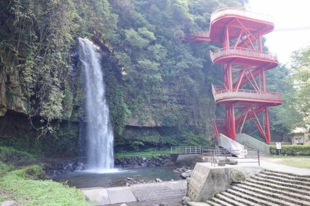 小滝、普通の綺麗な滝です。