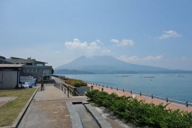 足湯からも桜島がよく見える